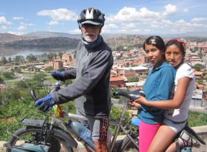 Hache with Johana and Evelyn overlooking Laguna Lalay